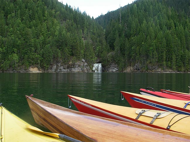Waterfall tour on Lake Revy with Silver Tip Falls